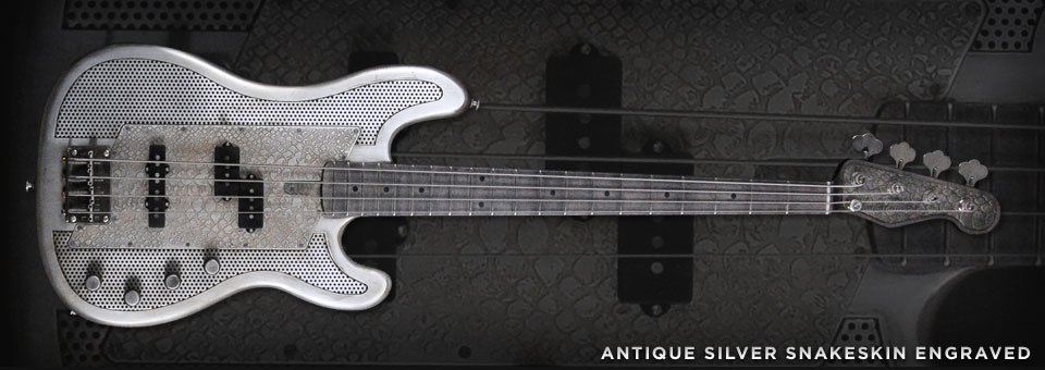 James Trussart Steelcaster Bass. Antique_Silver_Snakeskin_8532