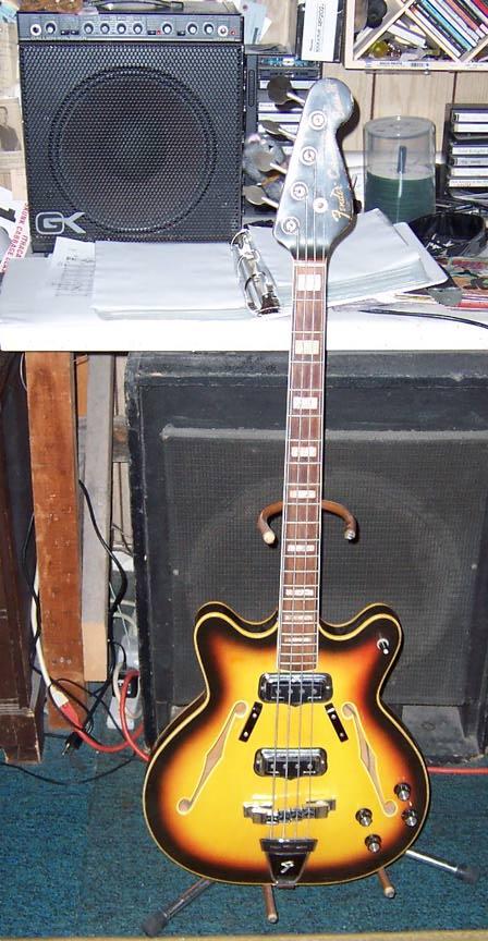 Baixos Fender no mínimo estranhos... CornonadoII5