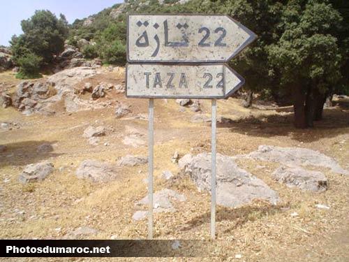 Faîtes les suivre Panneau-22-km-taza-avant-bab-bou-idir