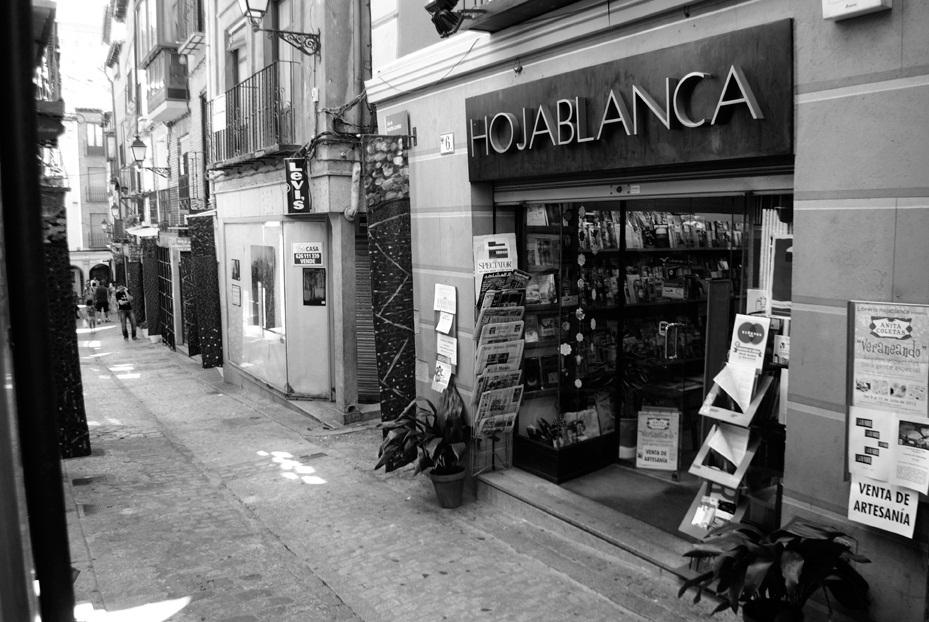Librerias con encanto IX: Hojablanca (Toledo) Fachada-andrea