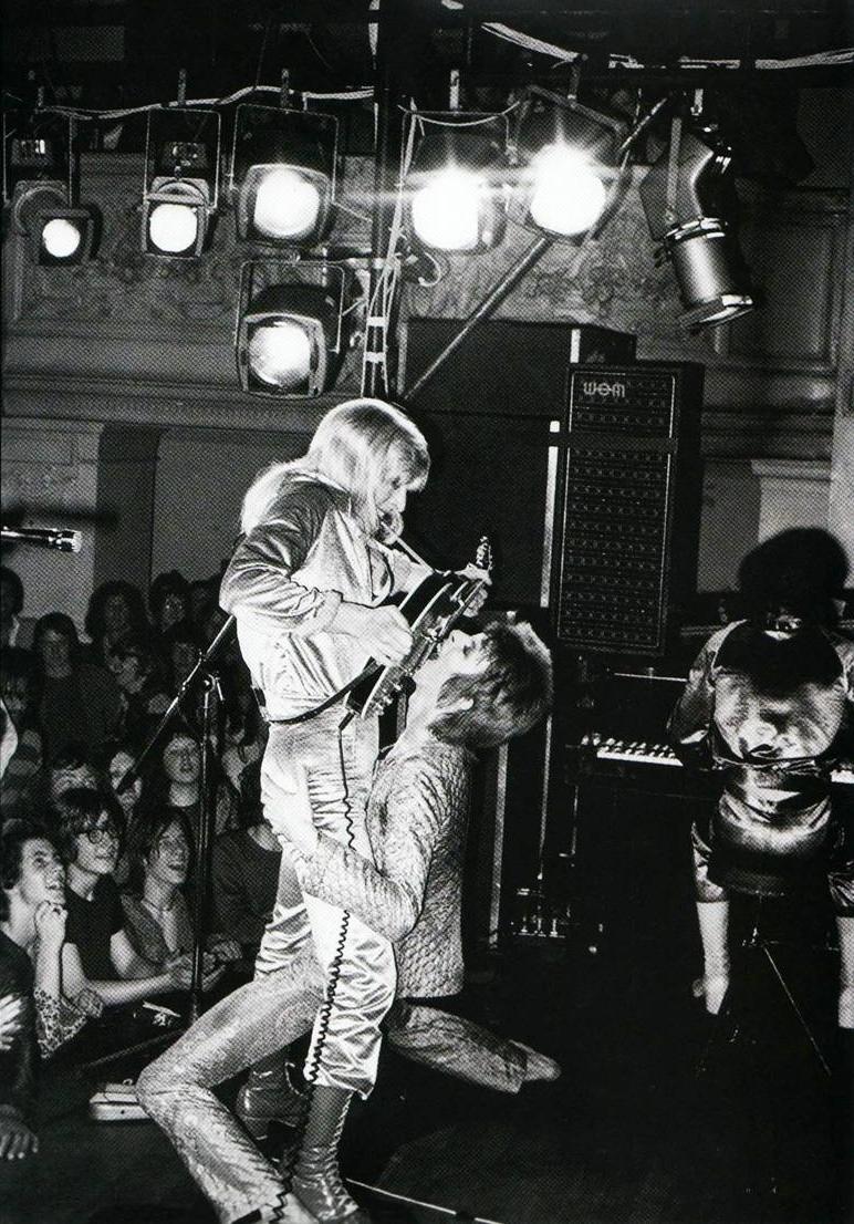Ziggy Stardust: 40 años de invasion alienigena Imagen3.-La-felaci%C3%B3n-de-la-guitarra