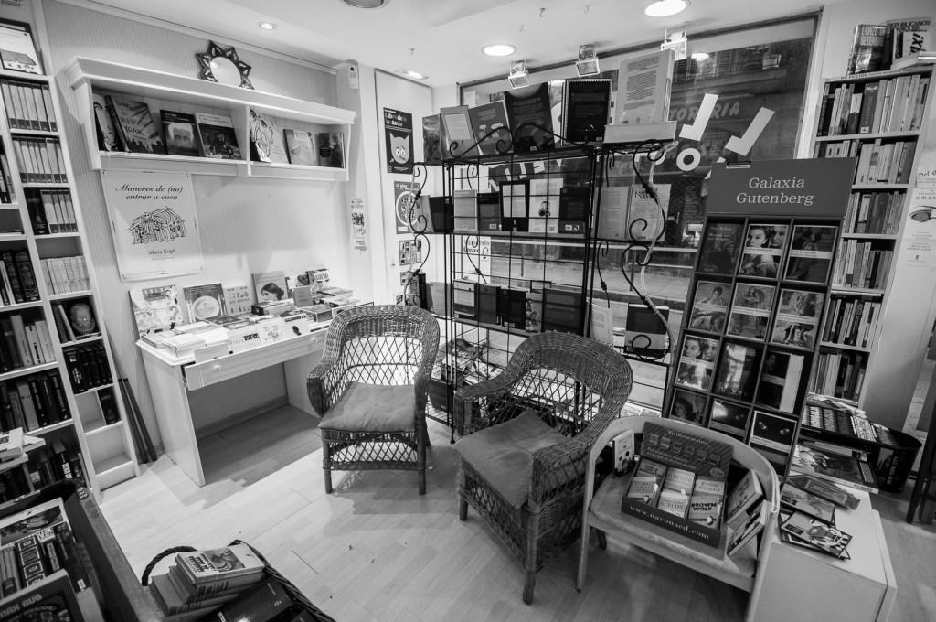 Librerias con encanto VII: Pequod Llibres (Barcelona) No-escaparate-e1359396602875