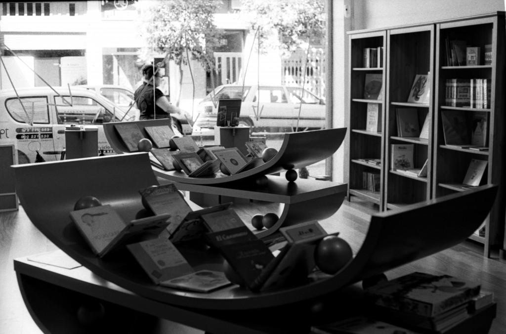 Librerias con encanto XI: El pequeño teatro de los libros (Zaragoza) 22-1024x676
