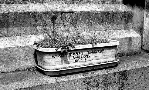 William Thackeray, 150 años muerto En-la-tumba-de-William-Makepeace-Thackeray