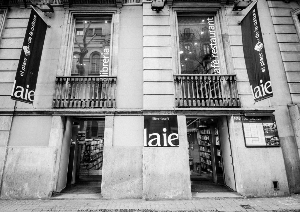 Librerias con encanto XIII: Laie (Barcelona) Jotdown-laiecafe-3-1024x724