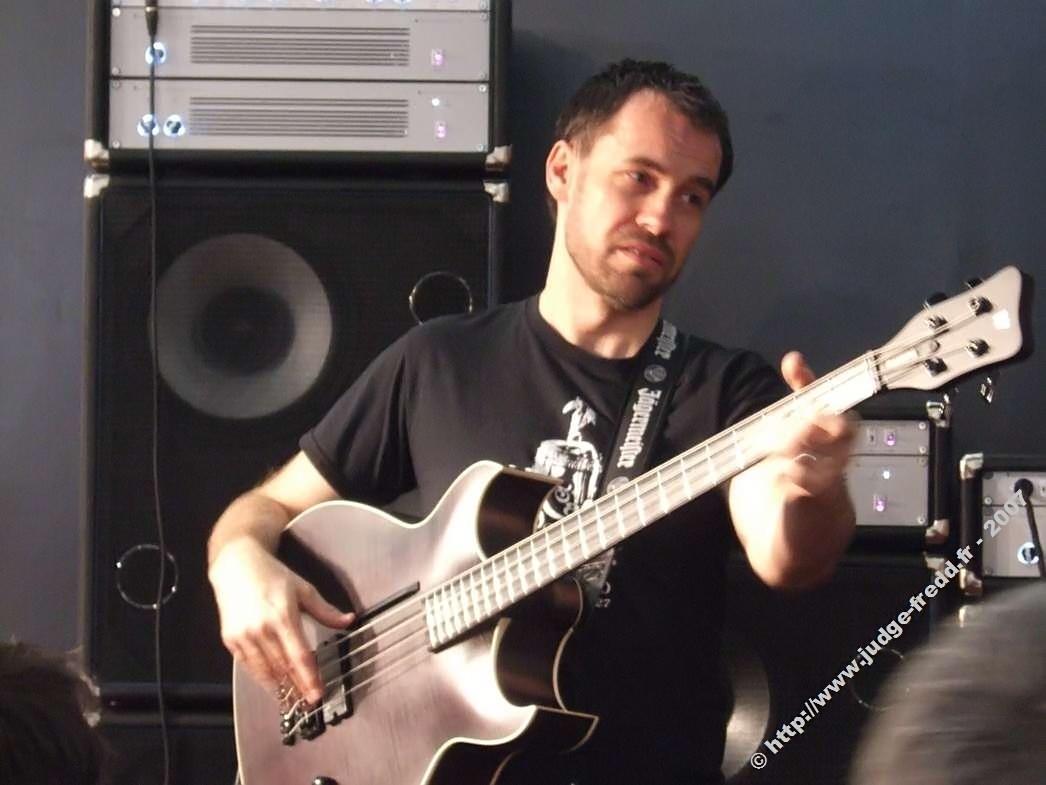 Seu baixista e o baixo dele - Página 2 Warwick_jonas_hellborg2