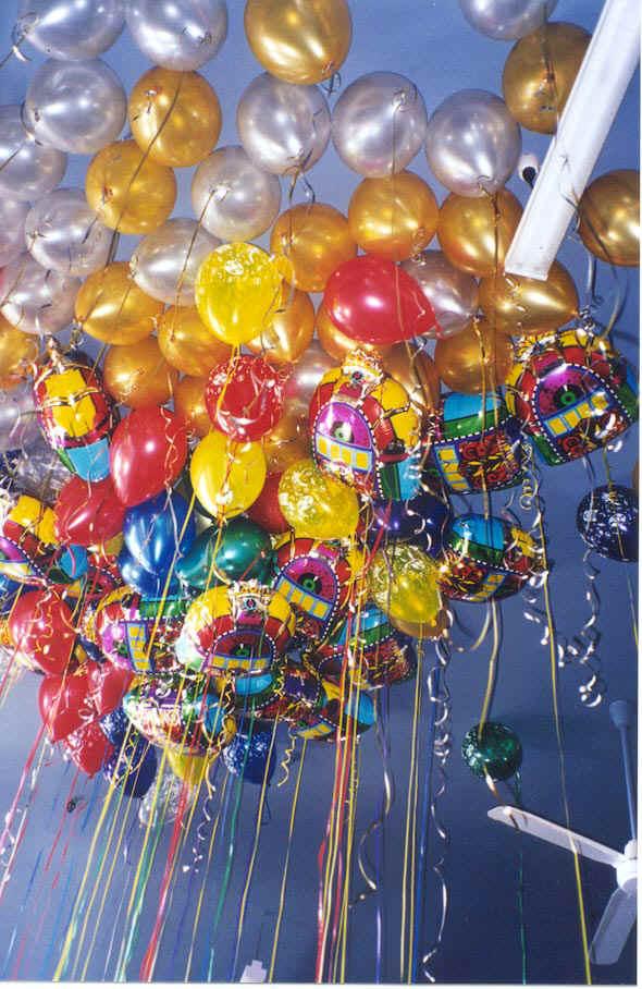 كل سنة وانت طيب تمورة  Balloons_Ceiling_Fun