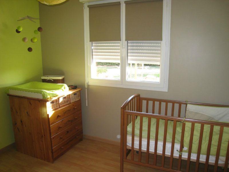 Couleur chambre enfant pour meubles blanc et bois clair Conseils-d%C3%A9co-chambre-vert-anis-et-taupe