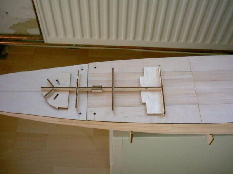 Schlachtschiff Bismarck von Amati 1/200 Bismarck%200007