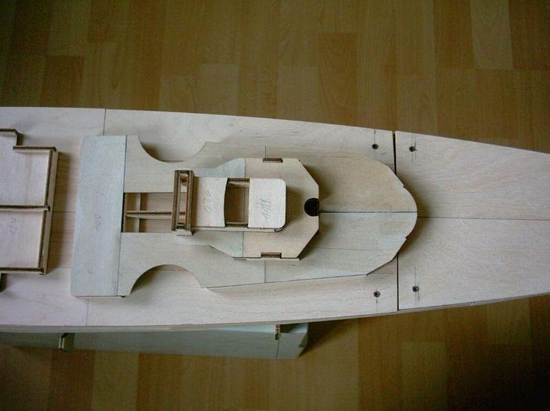 Schlachtschiff Bismarck von Amati 1/200 Bismarck%200013