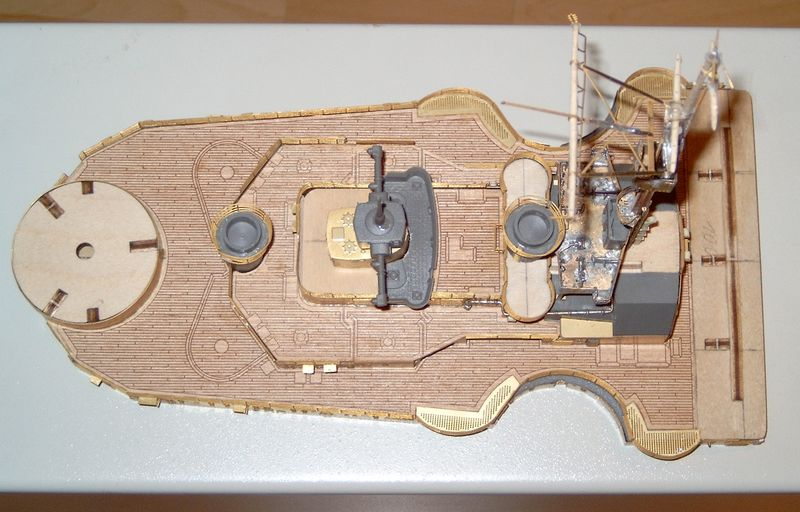 Schlachtschiff Bismarck von Amati 1/200 Bismarck%200052