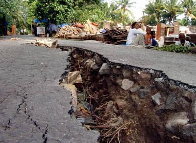 الكوارث التي نعيشها اليوم  Earthquake-gallery-3