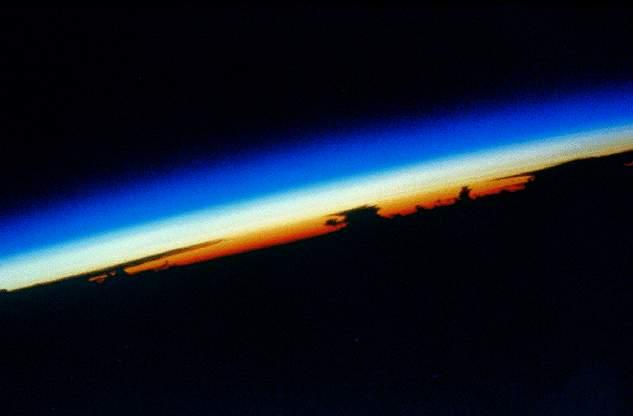 صور إعجازية لعظمة الله في الكون Atmosphere-sun