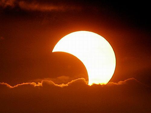 كسوف الشمس وخسوف القمر... آيات وأسرار Eclipse_sun_001