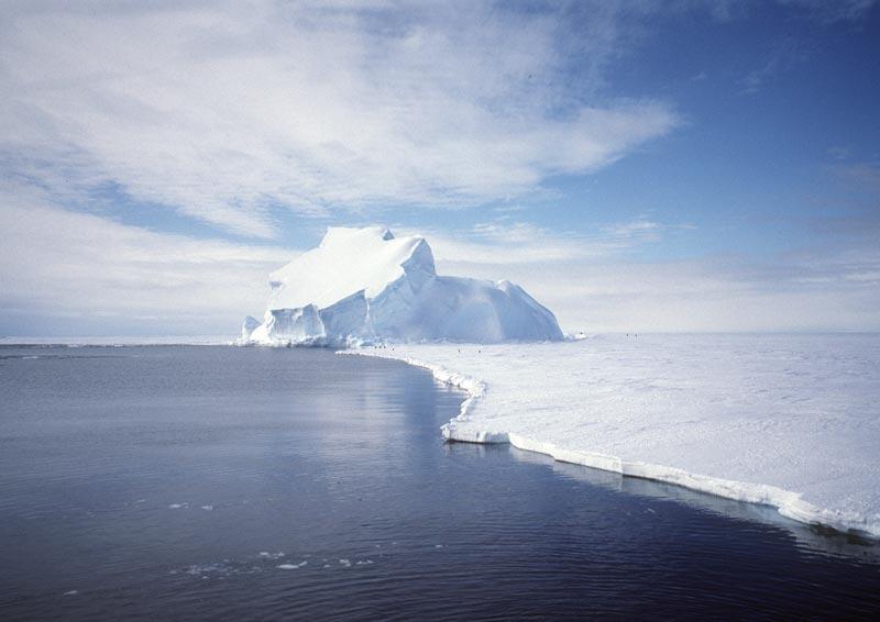 صور إعجازية لعظمة الله في الكون Iceberg_nasa