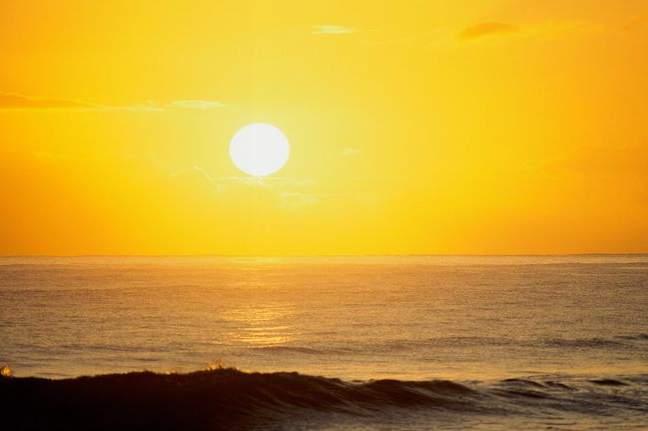 النهار يجلّي الشمس تباركت يا ذا الجلال والاكرام Sun-day-clear-6
