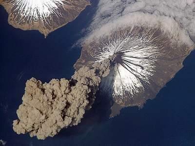 الارض بتتكلم احدث اكتشاف سبحان الله Volcanoplume_0