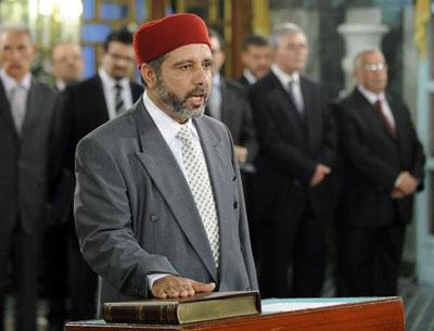 Le ministre des Affaires religieuses perd ses chaussures dans une mosquée Asd