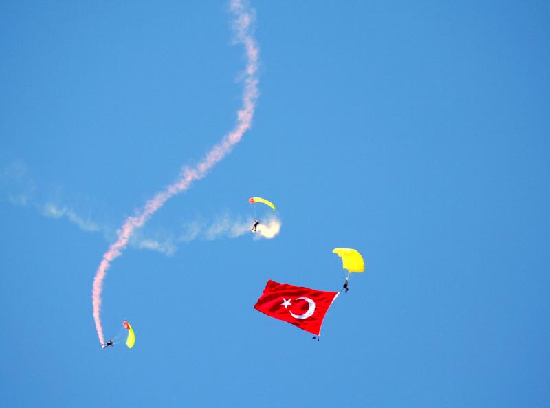 BAYRAK SEVGİSİ Redbull_9