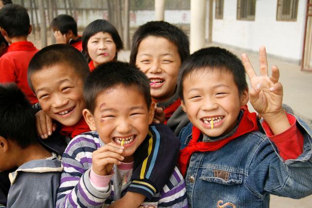 Narodna Republika Kina - Page 4 China-peace-kids-7-11