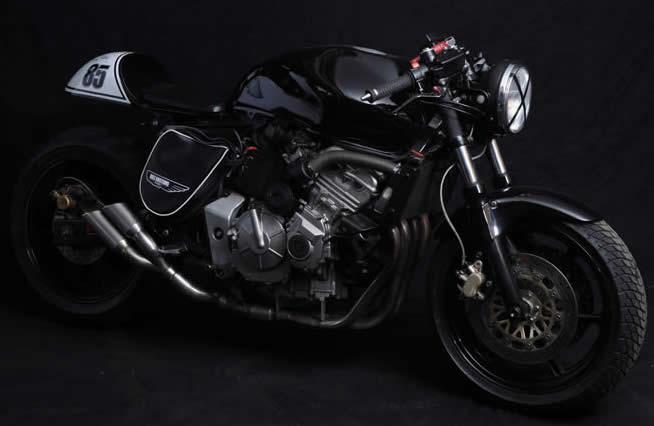 Transformation Honda Hornet en Café Racer  038
