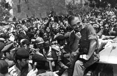 صور الملك حسين رحمة الله بالزي االعسكري Album_c124