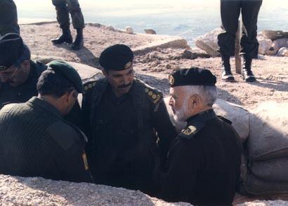صور الملك حسين رحمة الله بالزي االعسكري Album_c128
