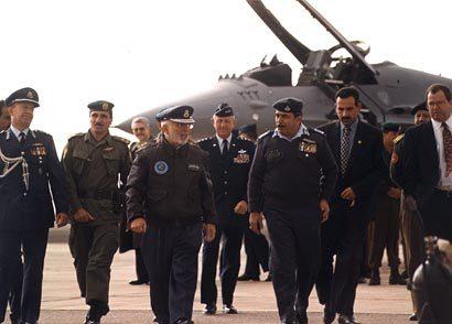صور الملك حسين رحمة الله بالزي االعسكري Album_c145