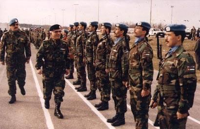 صور الملك حسين رحمة الله بالزي االعسكري Album_c290