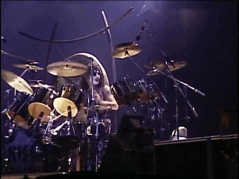 FOTOS GUAPAS Y ROCKERAS - Página 6 Paul-on-drums