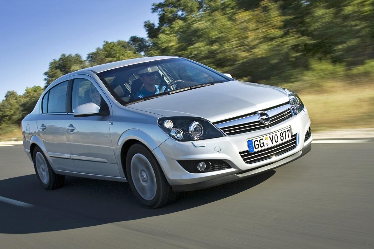 [Opel] Astra Sedan 001