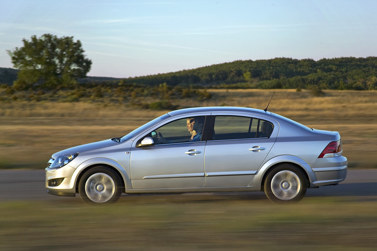 [Opel] Astra Sedan 003