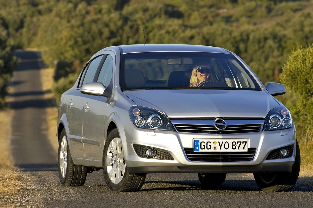 [Opel] Astra Sedan 005