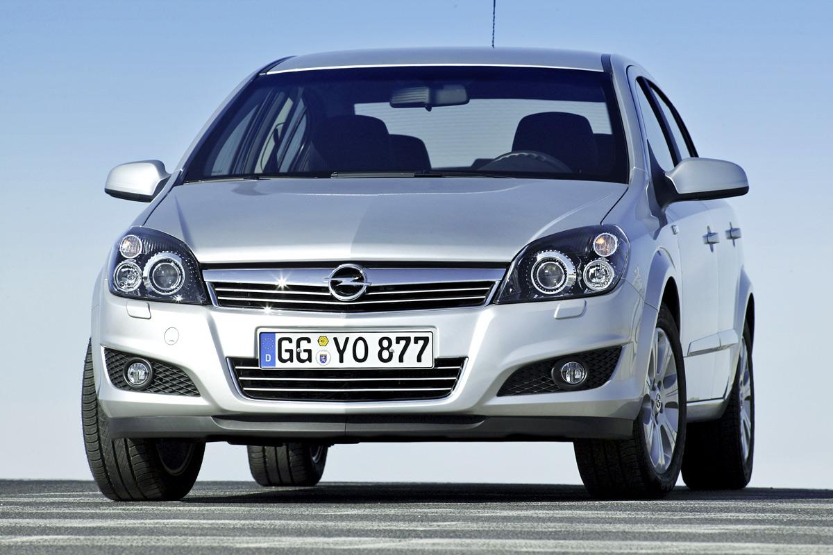 [Opel] Astra Sedan 006