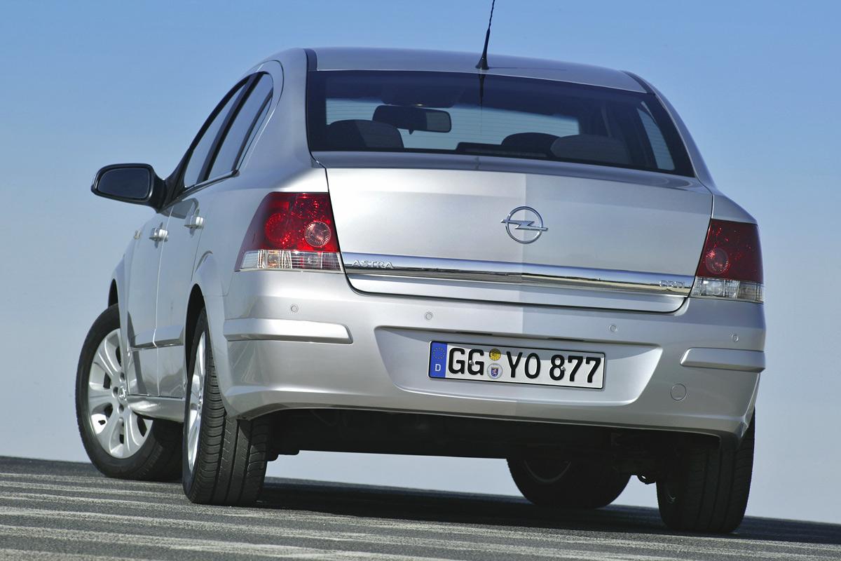 [Opel] Astra Sedan 008