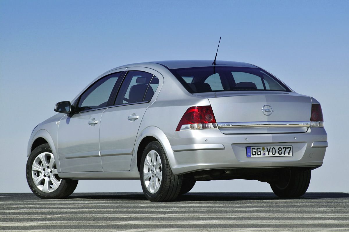 [Opel] Astra Sedan 009