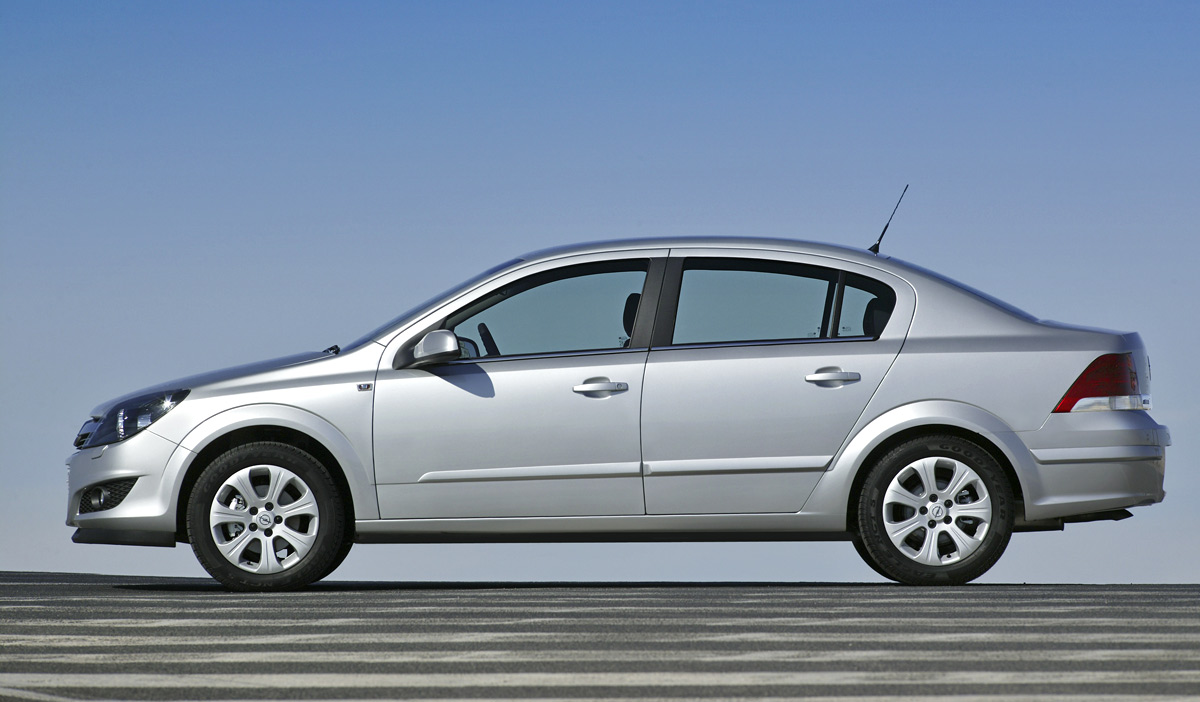 [Opel] Astra Sedan 010