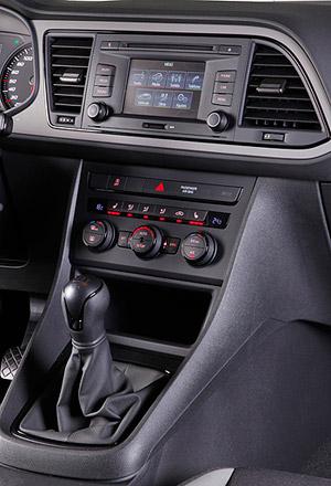 ¿Se puede grabar un CD de música en un DVD-R para escucharla en el coche? Seat-leon-2013-5p-reference-consola