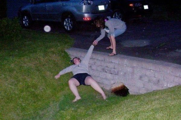 Bolje biti pijan nego star - pijanstvo i alkohol u fotografiji! :D - Page 2 1317007637_drunk_girls_31-1