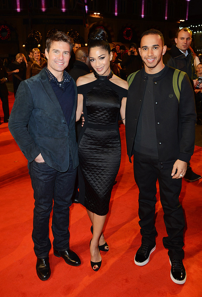 ¿Cuánto mide Lewis Hamilton? - Estatura y peso - Real height Tom-Cruise-Nicole-Scherzinger-and-Lewis-Hamilton-Jack-Reacher-Premiere