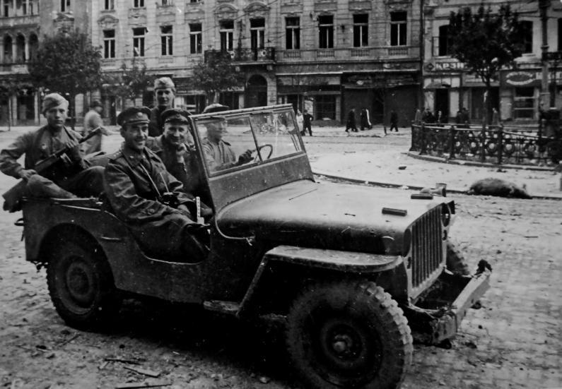 Un peloton original et peu connu :  Le peloton de jeeps blindées du 9ème escadron du 1er REC  (Laos - mai-novembre 1953) . 1398688078