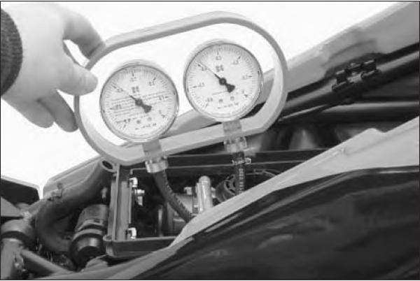 SYNCHRONISATION DES CARBURATEURS   Analog_gauges