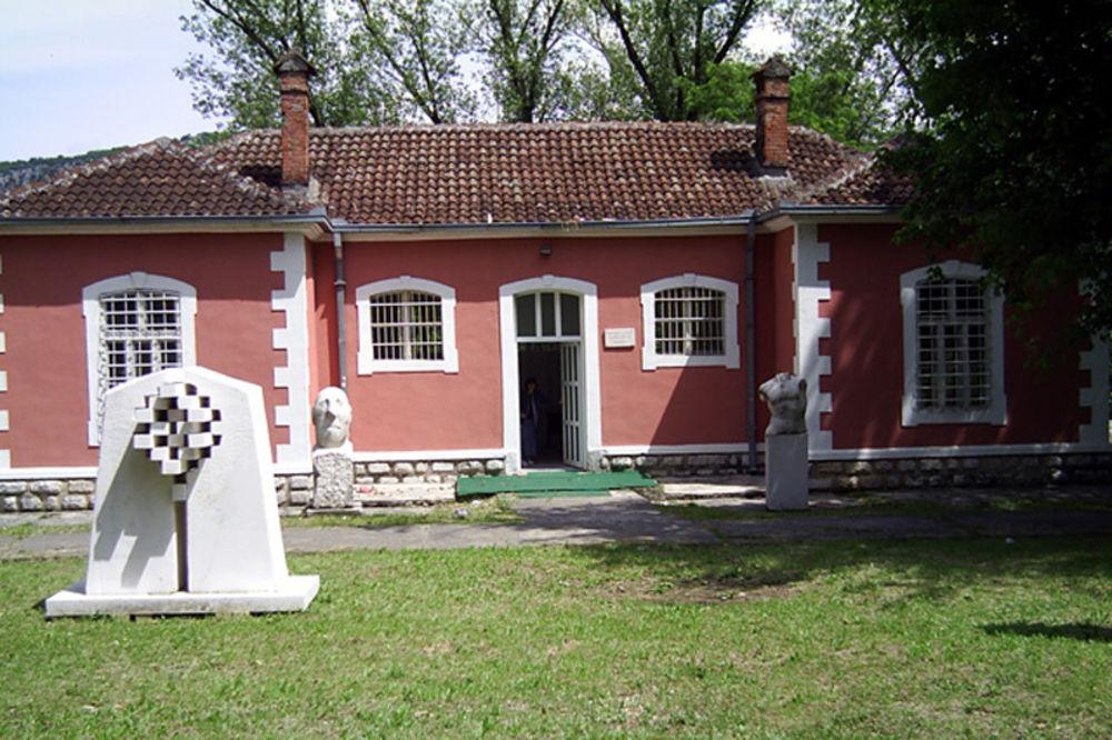 Najozloglašenije sekte u Srbiji i svijetu  - Page 2 80800_jehovini-svedoci-skup-svestenici-spc-prekid_ls