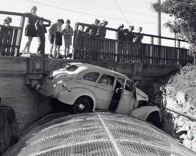CRASH  cry  - Page 3 Vintage-ancient-accident-fail-11