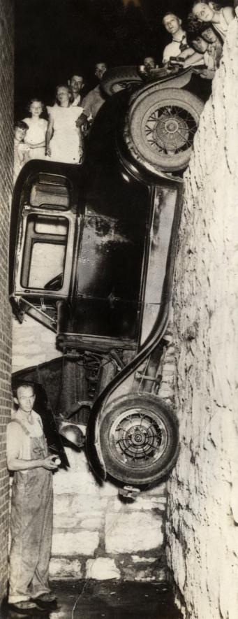 CRASH  cry  - Page 3 Vintage-ancient-accident-fail-22
