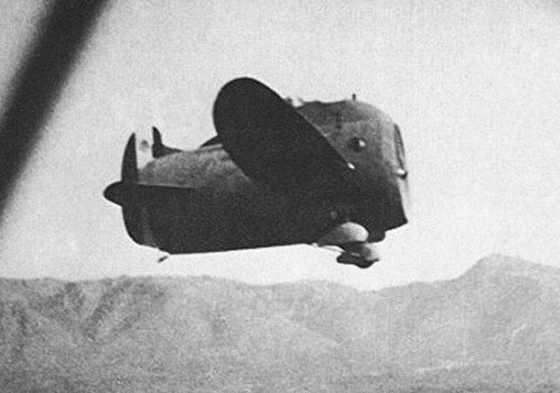 Le Stipa-Caproni : un avion tonneau précurseur du moteur à réaction ! Stipa-caproni-avion-italie-01-800x562