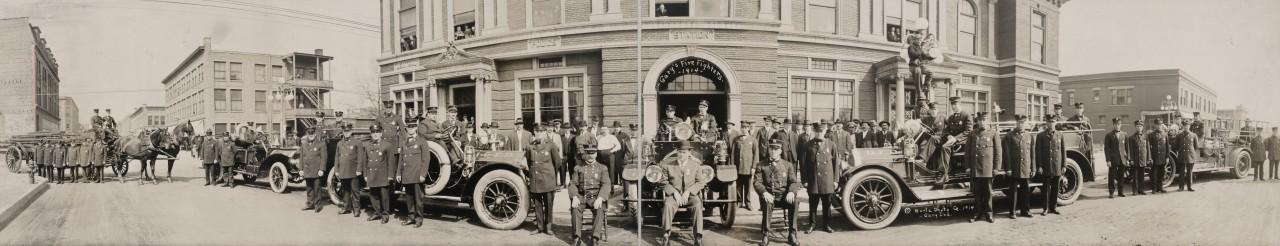 Des photos panoramiques anciennes de véhicules (Reportage photo) By Laboiteverte 03-Garys-Fire-fighters-1914-INDIANA-1280x246