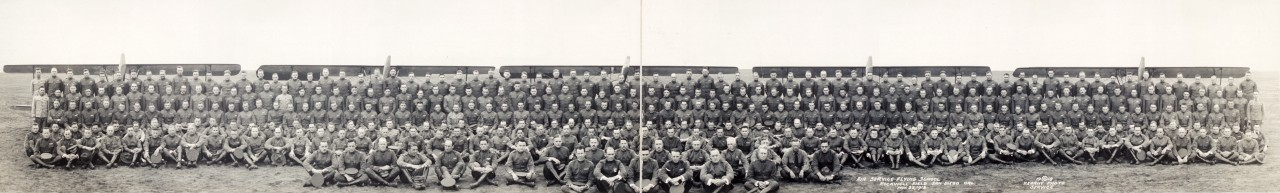 Des photos panoramiques anciennes de véhicules (Reportage photo) By Laboiteverte 05-Air-Service-Flying-School-Rockwell-Field-San-Diego-Cal-Nov-23-1918-1280x193