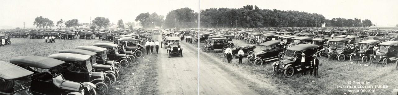 Des photos panoramiques anciennes de véhicules (Reportage photo) By Laboiteverte 07-Automobiles-at-Fremont-Tractor-Show-Aug-9-1916-1280x307