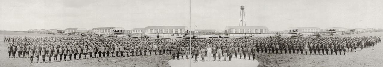 Des photos panoramiques anciennes de véhicules (Reportage photo) By Laboiteverte 09-Aviation-companies-Love-Field-Dallas-Tex-1918-1280x224